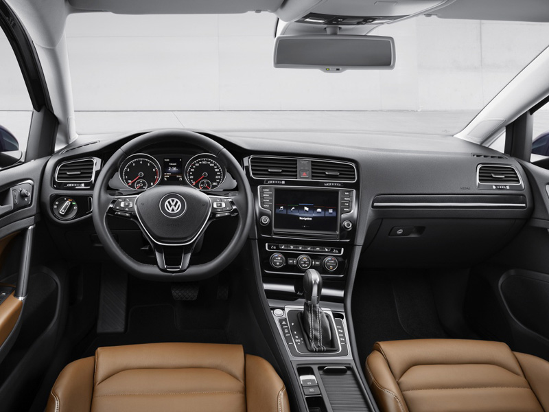 Volkswagen Golf 5 дверей фото салона